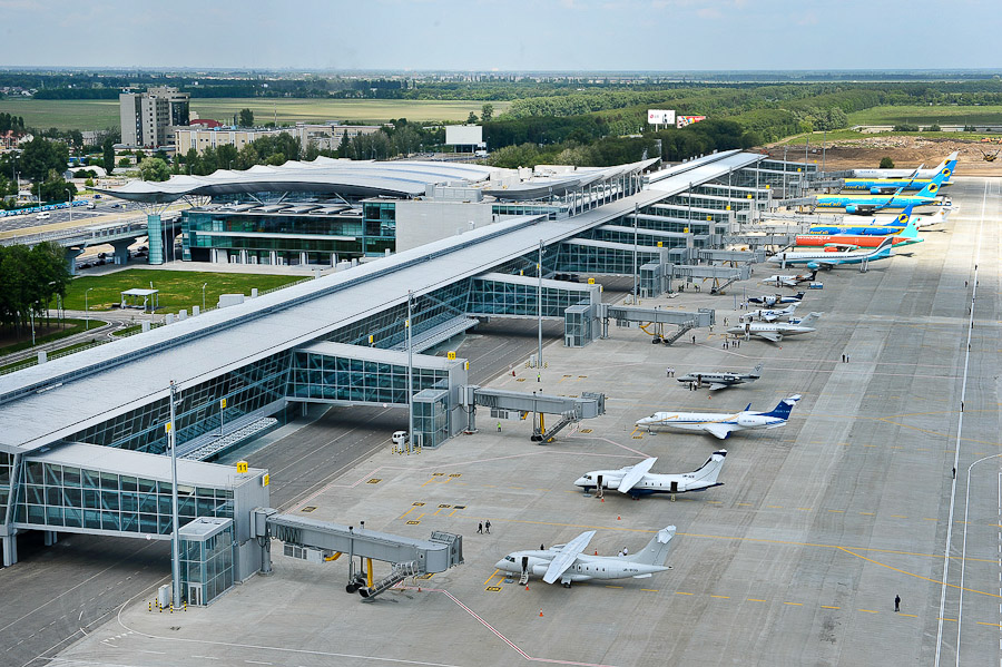 В Украине снизилась стоимость на авиарейсы по популярным маршрутам
