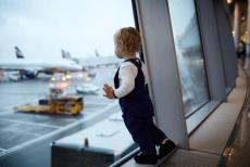 Перевозка младенцев на борту самолета